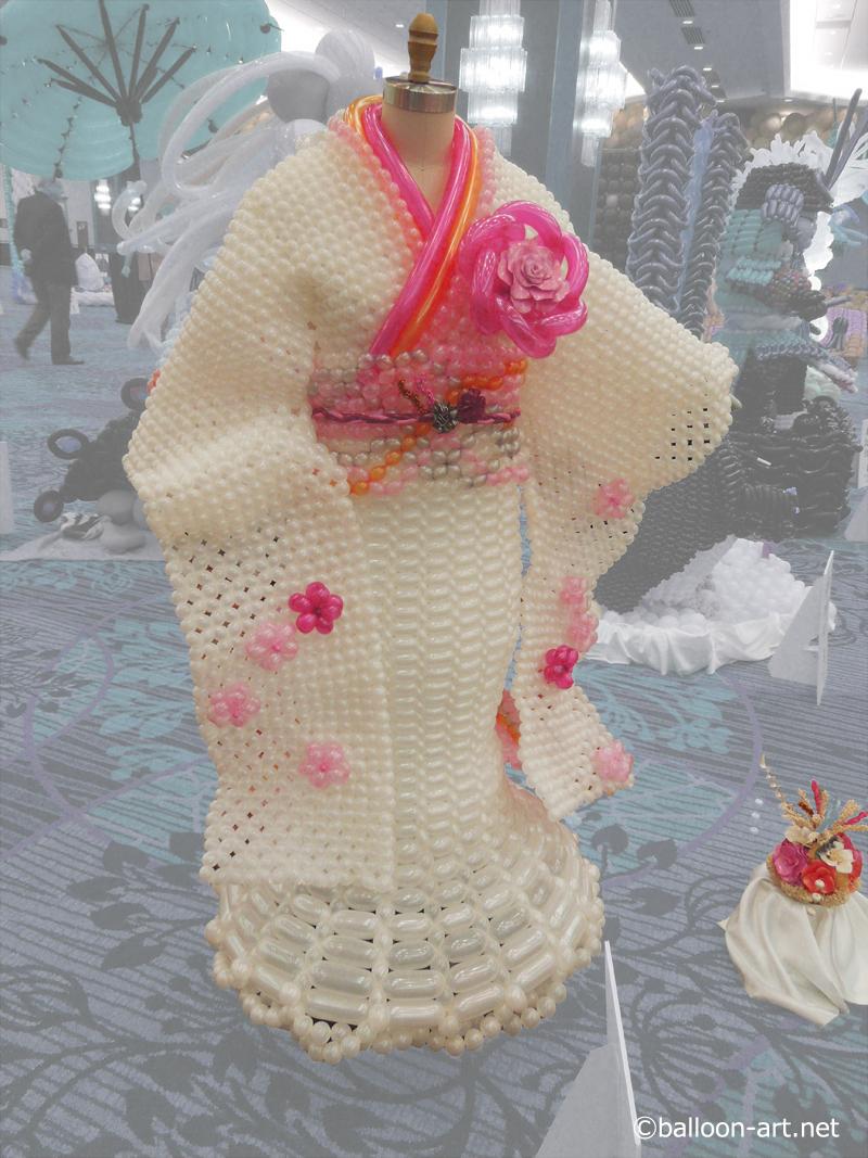 2年に1度開催されるバルーンアートの世界大会で優勝した着物の繊細な質感を見事に表現した着物のバルーンドレス2