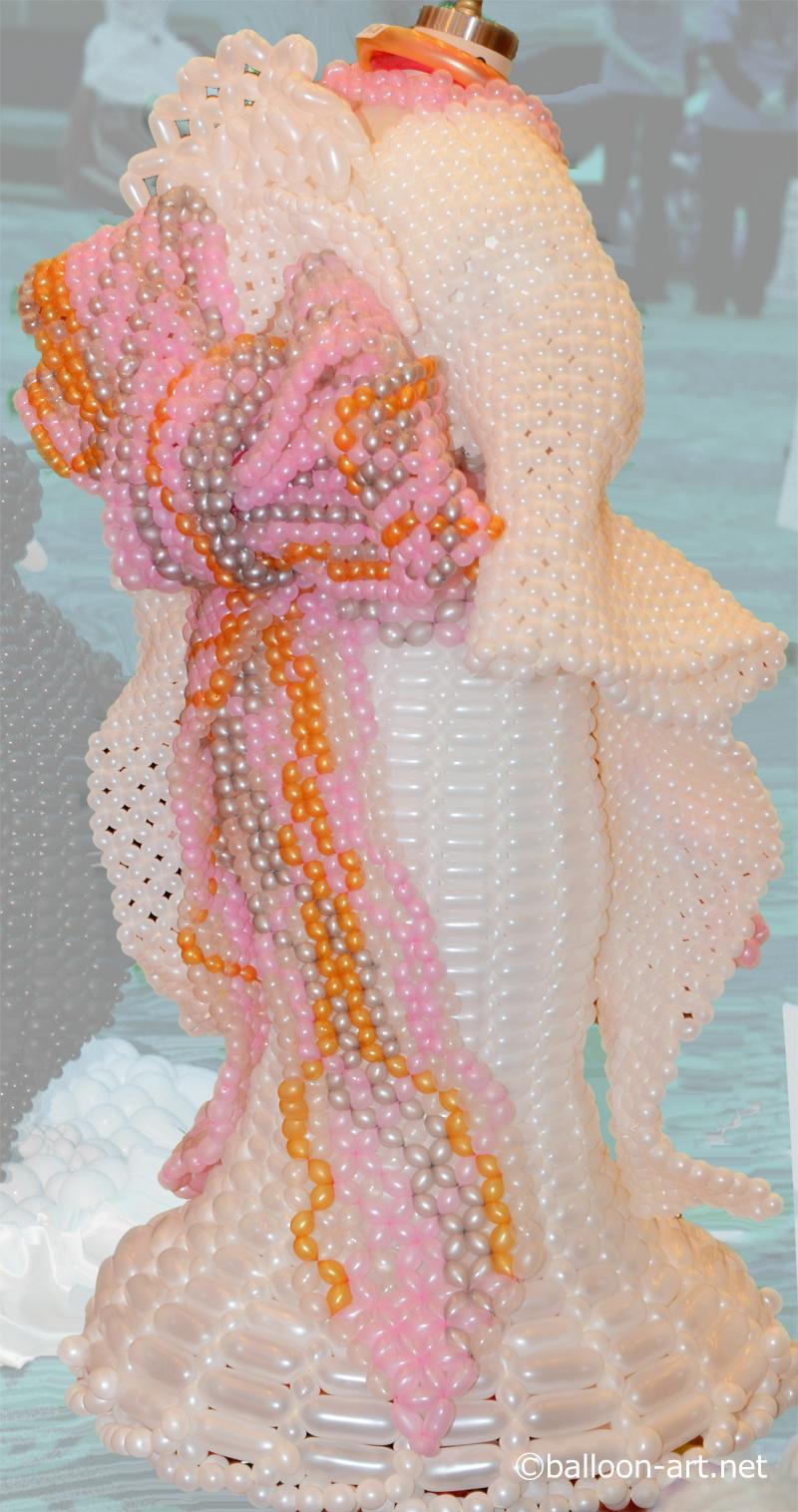 2年に1度開催されるバルーンアートの世界大会で優勝した着物の繊細な質感を見事に表現した着物のバルーンドレス1
