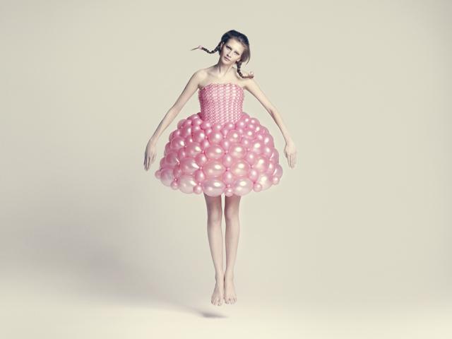 バルーンアーティスト細貝理恵によるバルーンドレス。風船やLEGOなどを使った新作ファッション17