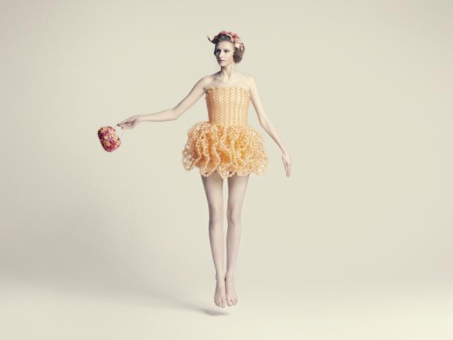 バルーンアーティスト細貝理恵によるバルーンドレス。風船やLEGOなどを使った新作ファッション20