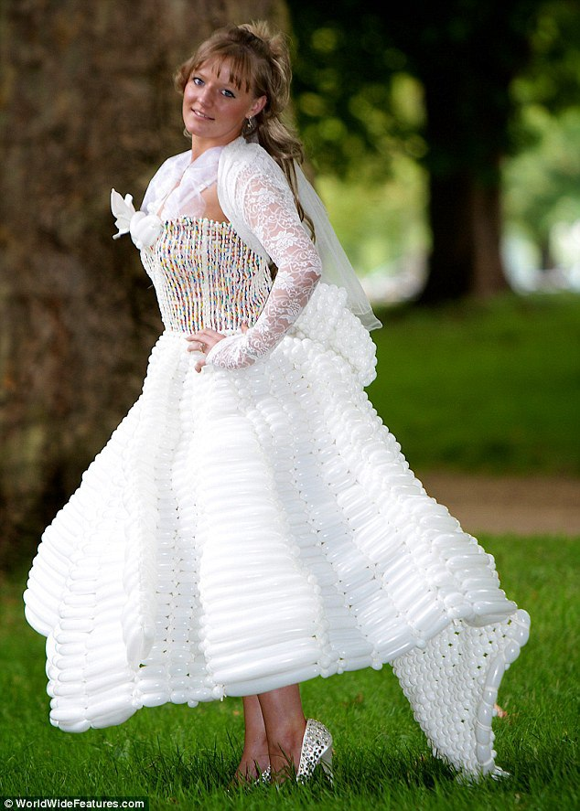 バルーンアーティスト細貝理恵によるバルーンドレス。風船やLEGOなどを使った新作ファッション22