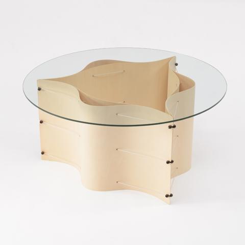 2枚の薄板が美しい線を描くローテーブル「CRIMP」2