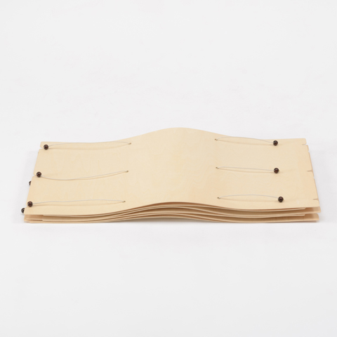 2枚の薄板が美しい線を描くローテーブル「CRIMP」3