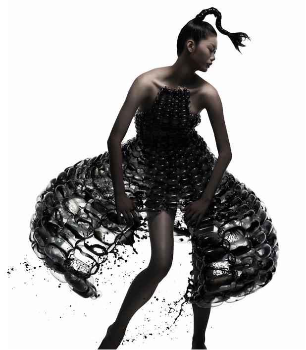 バルーンアーティスト細貝理恵によるバルーンドレス。風船やLEGOなどを使った新作ファッション5