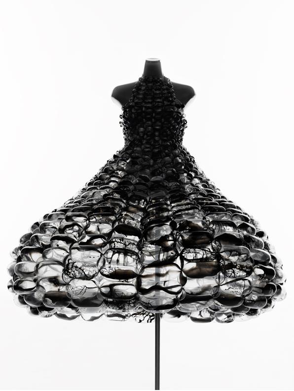 バルーンアーティスト細貝理恵によるバルーンドレス。風船やLEGOなどを使った新作ファッション4
