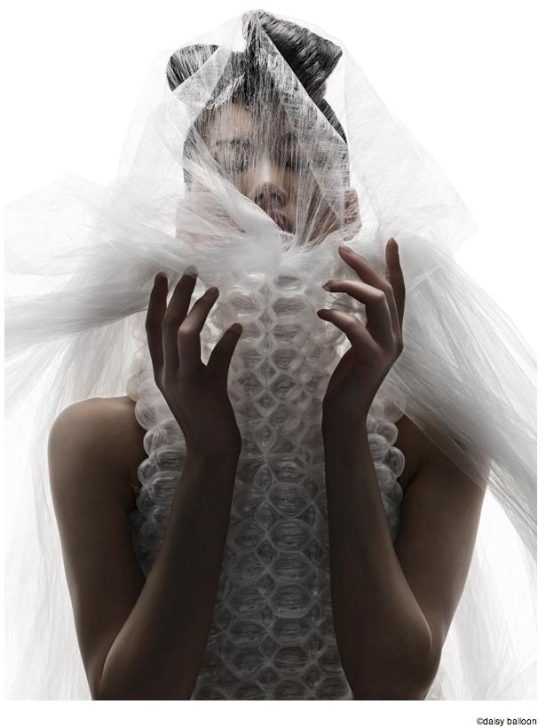バルーンアーティスト細貝理恵によるバルーンドレス。風船やLEGOなどを使った新作ファッション3