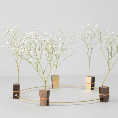 花を逆さまに吊るしゆっくりと乾燥させることでドライフラワーにすることができる花器「fadeless」3