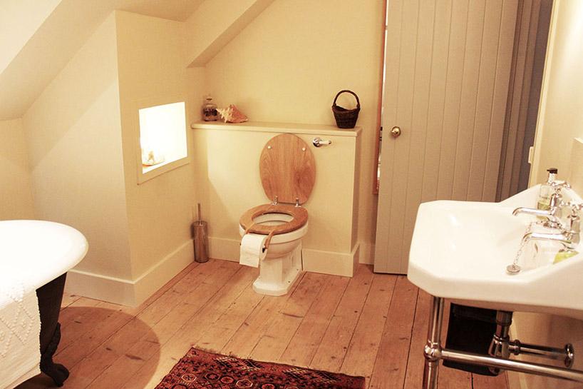 意外なところにトイレットペーパーがついているトイレ2