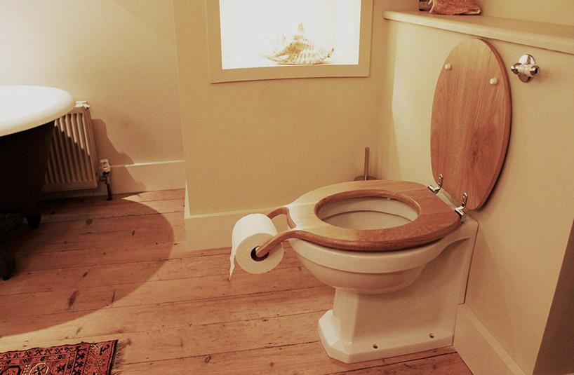 意外なところにトイレットペーパーがついているトイレ3