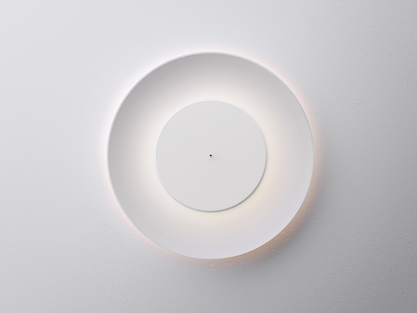 不思議な光をかもし出す丸い照明器具lunaire eclipse wall lamp2
