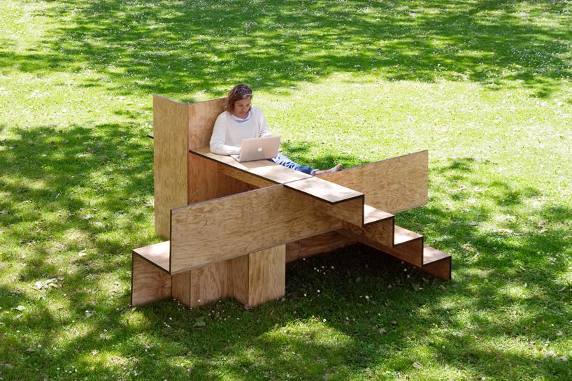 木で出来た公共の素敵なベンチ3
