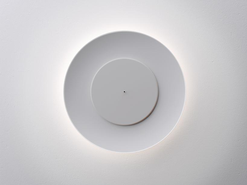不思議な光をかもし出す丸い照明器具lunaire eclipse wall lamp3