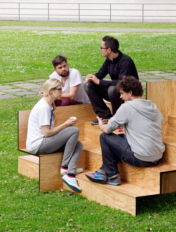 木で出来た公共の素敵なベンチ4