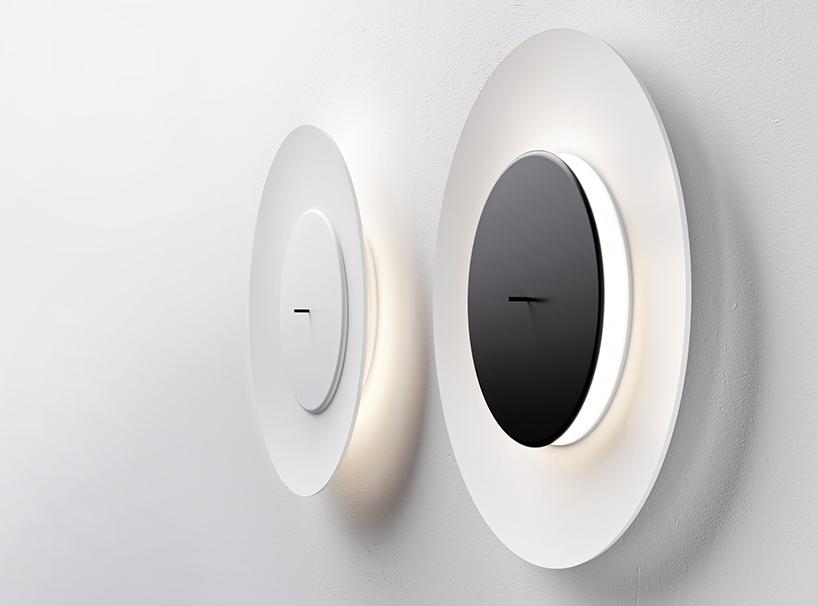 不思議な光をかもし出す丸い照明器具lunaire eclipse wall lamp4