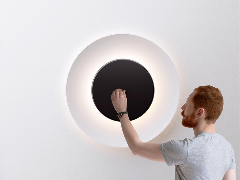不思議な光をかもし出す丸い照明器具lunaire eclipse wall lamp5