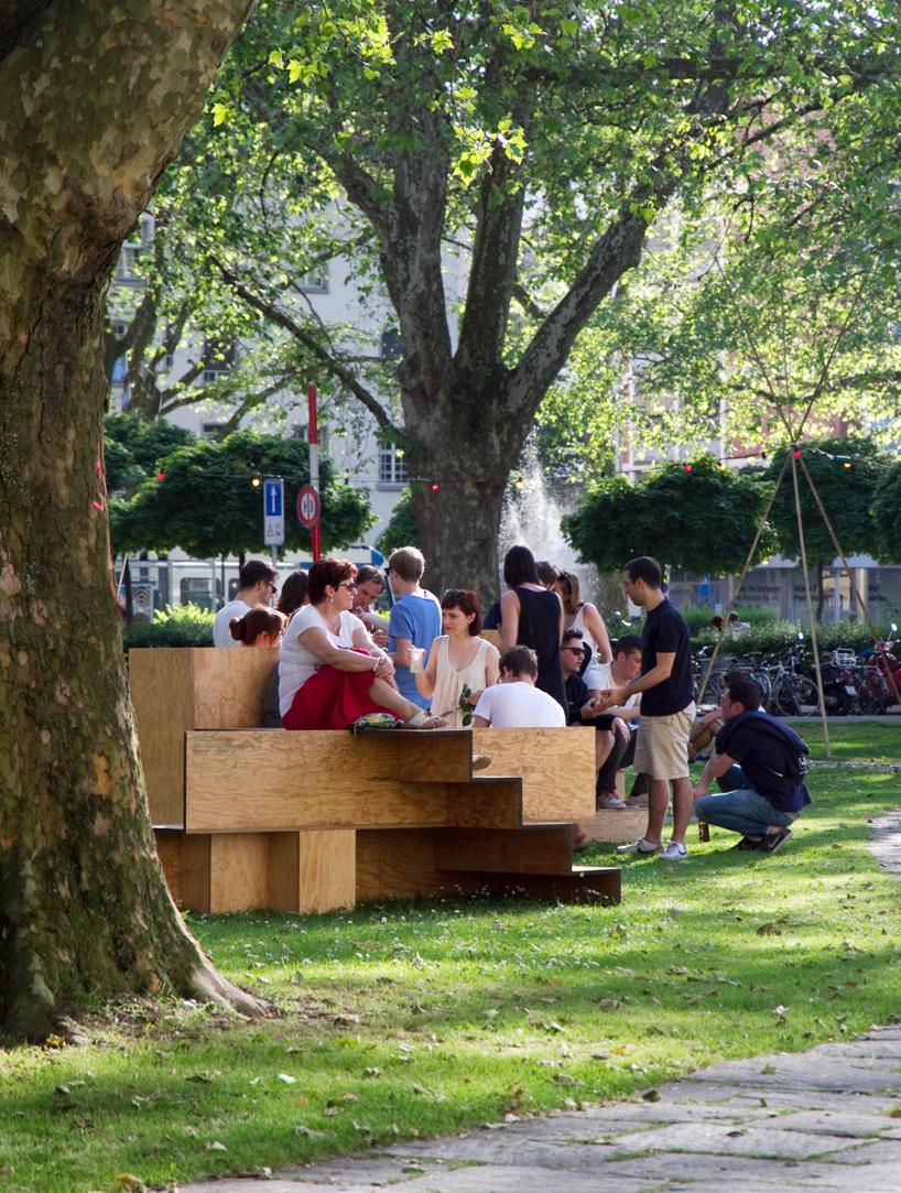 木で出来た公共の素敵なベンチ5
