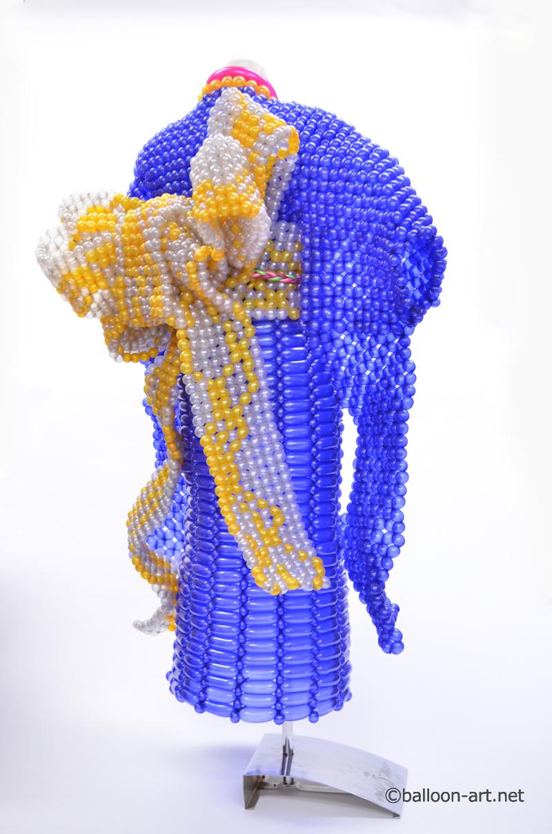 2年に1度開催されるバルーンアートの世界大会で優勝した着物の繊細な質感を見事に表現した着物のバルーンドレス11