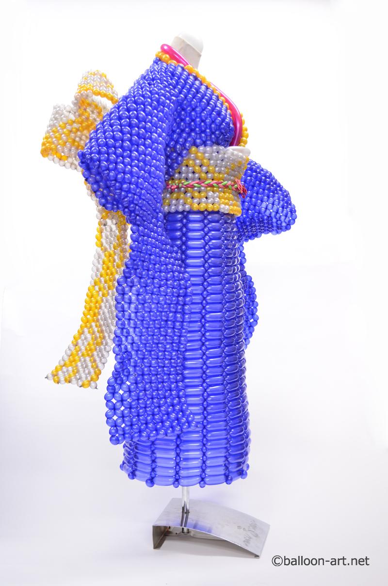2年に1度開催されるバルーンアートの世界大会で優勝した着物の繊細な質感を見事に表現した着物のバルーンドレス14