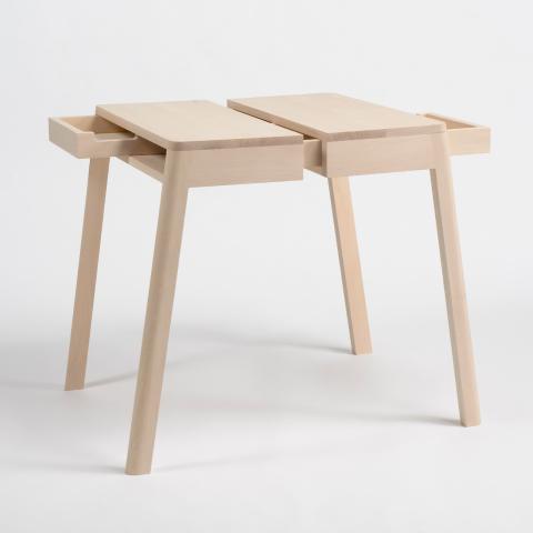 """""""半分の""""テーブルを、二つ繋ぎ合わせることで、壁に頼らず自立することができる一つのテーブルになる「lovebird」"""