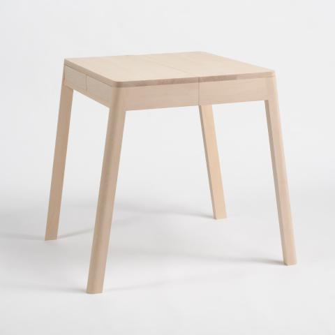 """""""半分の""""テーブルを、二つ繋ぎ合わせることで、壁に頼らず自立することができる一つのテーブルになる「lovebird」2"""