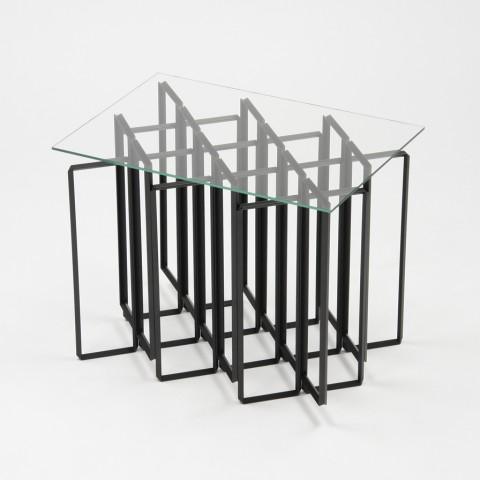 直角アングル材を組み合わせて、紙を折ったようなフレーム状にすることで、強く軽やかな構造体のテーブル「MITER」