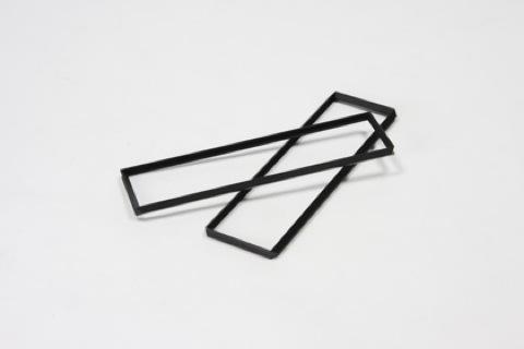 直角アングル材を組み合わせて、紙を折ったようなフレーム状にすることで、強く軽やかな構造体のテーブル「MITER」3