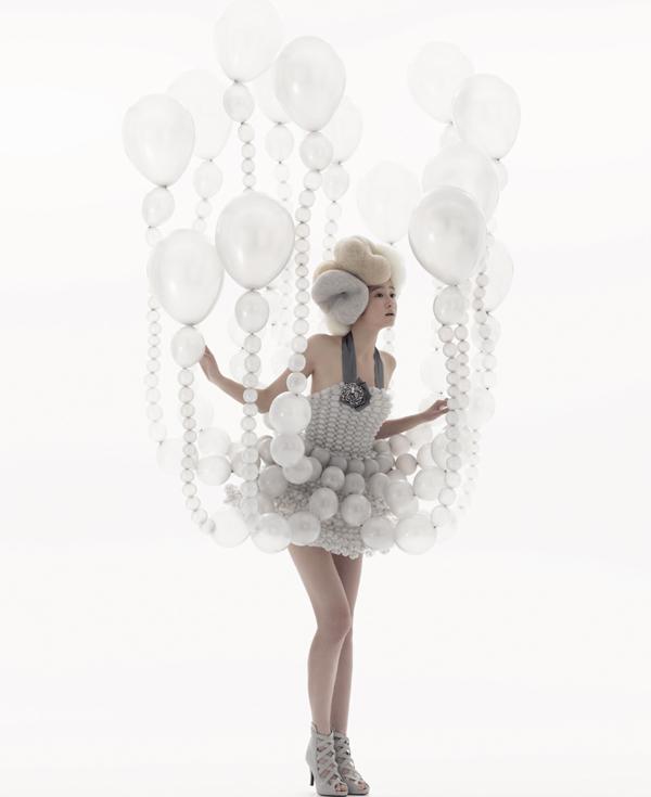 バルーンアーティスト細貝理恵によるバルーンドレス。風船やLEGOなどを使った新作ファッション21