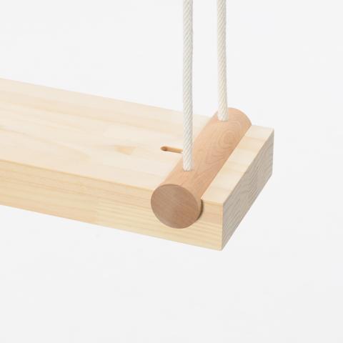 円周の半分以上と触れ合っていれば、その円と接する物体は持ち上げることができる性質を使った家具「SEVEN – TENTHS」