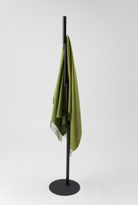 刀で斬った竹が滑り落ちていく瞬間を捉えたコートラック「SLASH」4