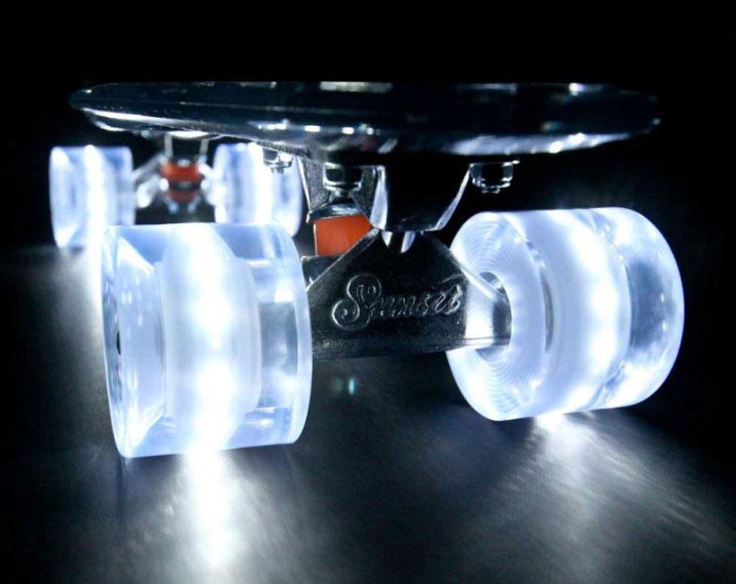 車輪がLEDで光る美しいスケートボード8