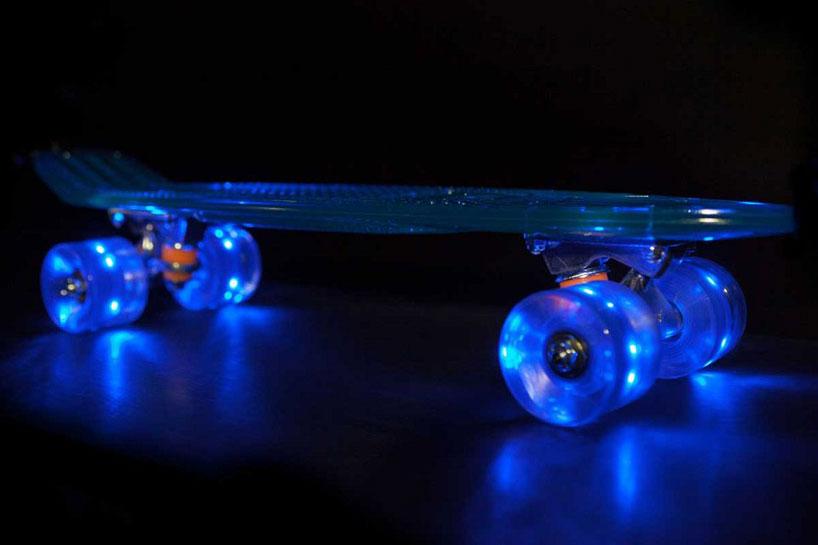 車輪がLEDで光る美しいスケートボード7
