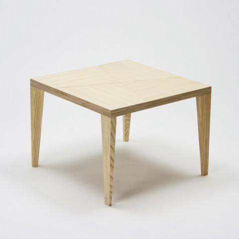 手品のような仕掛けを持っているテーブル「TRICK」