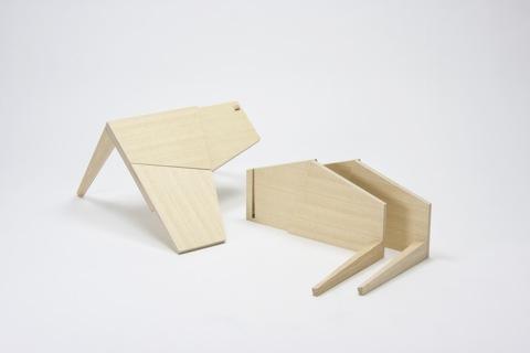 手品のような仕掛けを持っているテーブル「TRICK」4