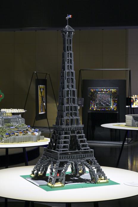 レゴでつくったパリのセーヌ河岸