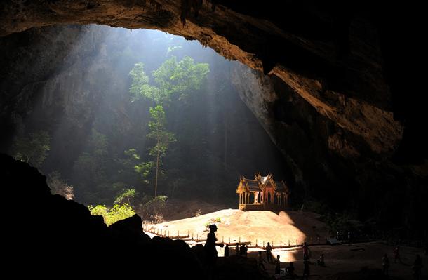 プラヤーナコーン洞窟とクーハーカルハット宮殿