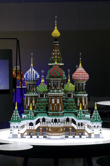 レゴブロックで出来たモスクワのクレムリンと赤の広場