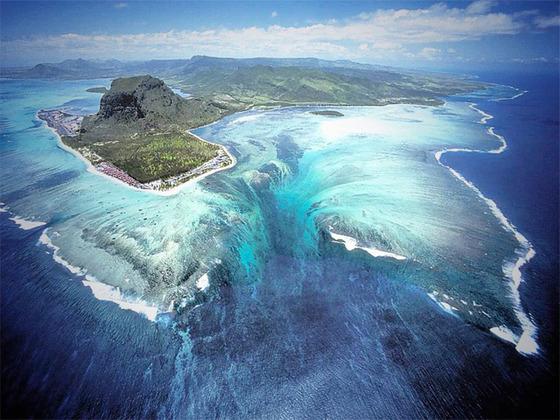 モーリシャス共和国にある「海中にある巨大な滝」4
