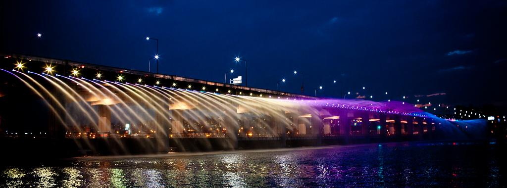 虹色の噴水が出る韓国にある橋「Banpo Bridge」12