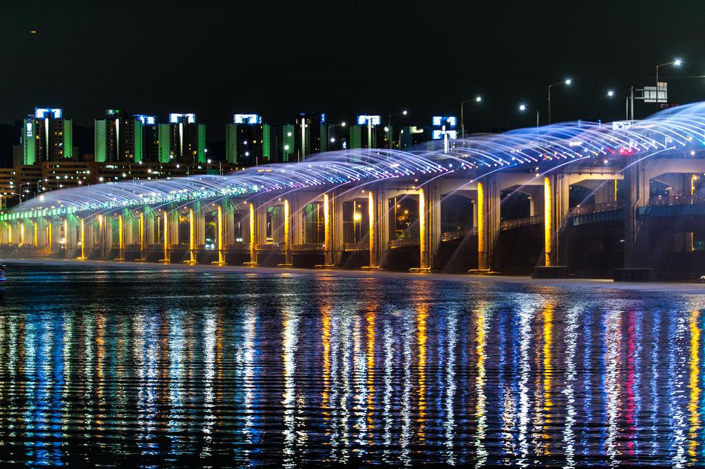 虹色の噴水が出る韓国にある橋「Banpo Bridge」13