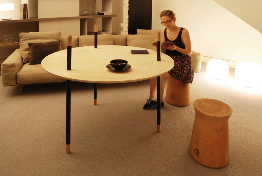 REVERSIBLE TABLE