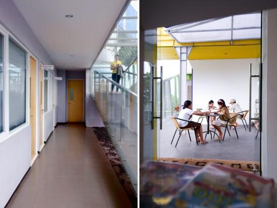 輸送用のコンテナを使用してつくられた、小さな診療所と図書館が併設されたカラフルなコンテナハウスライブラリー。9