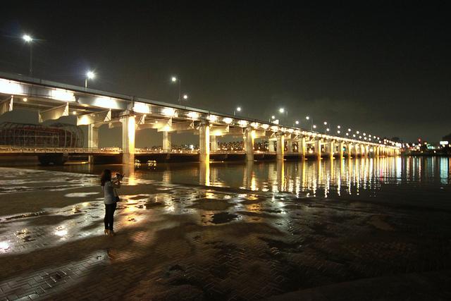 虹色の噴水が出る韓国にある橋「Banpo Bridge」3