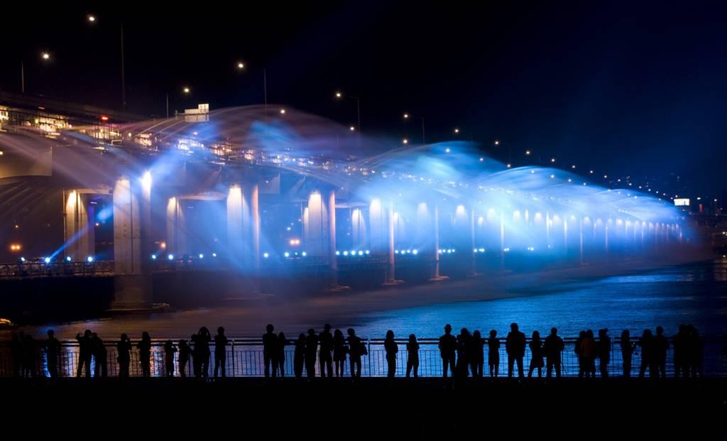 虹色の噴水が出る韓国にある橋「Banpo Bridge」7