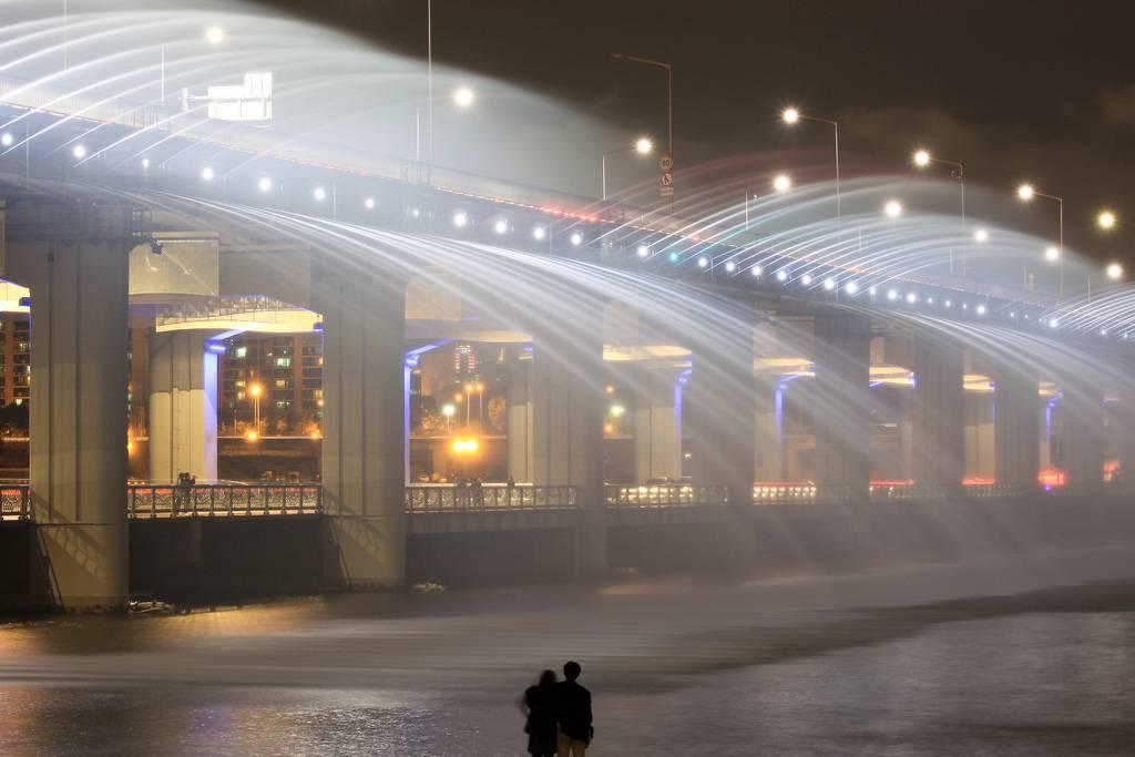虹色の噴水が出る韓国にある橋「Banpo Bridge」6