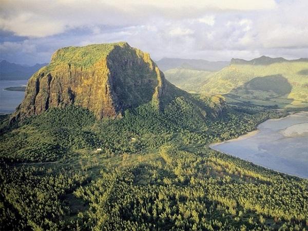 モーリシャス共和国にある「海中にある巨大な滝」3