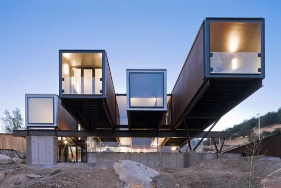 輸送用コンテナでつくった豪邸。小高い丘に建つ高級感溢れるコンテナハウス「casa oruga」35