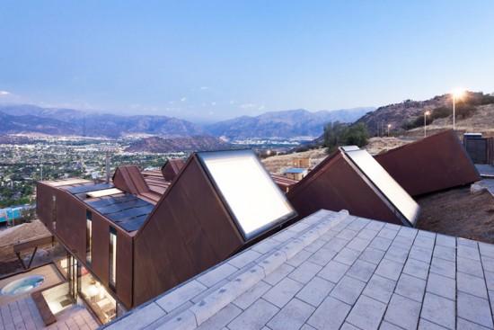 輸送用コンテナでつくった豪邸。小高い丘に建つ高級感溢れるコンテナハウス「casa oruga」11