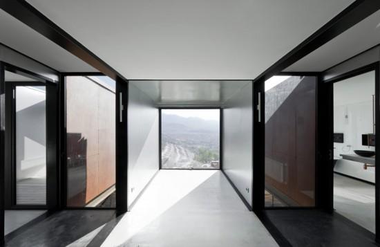 輸送用コンテナでつくった豪邸。小高い丘に建つ高級感溢れるコンテナハウス「casa oruga」27