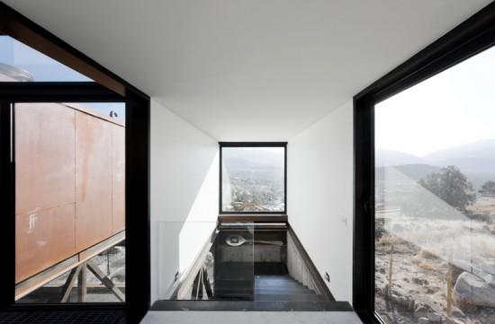 輸送用コンテナでつくった豪邸。小高い丘に建つ高級感溢れるコンテナハウス「casa oruga」21