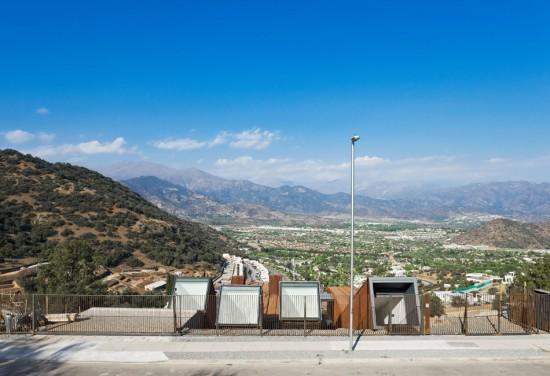 輸送用コンテナでつくった豪邸。小高い丘に建つ高級感溢れるコンテナハウス「casa oruga」9